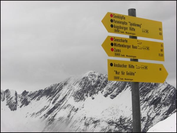 Wegweiser für die Alpenüberquerung