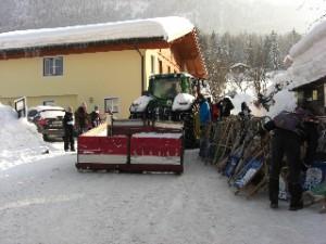 In Schneeberg: Schlitten-Transport