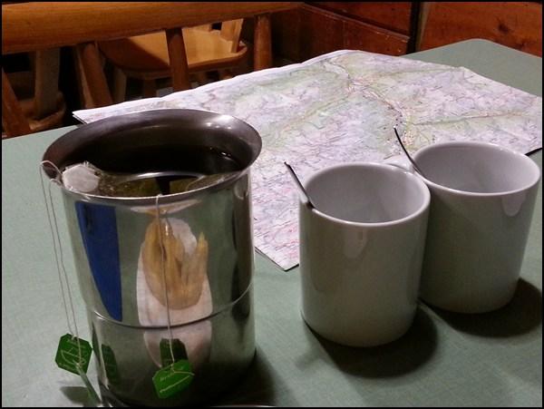 Teewasser für ausgekühlte Wanderer