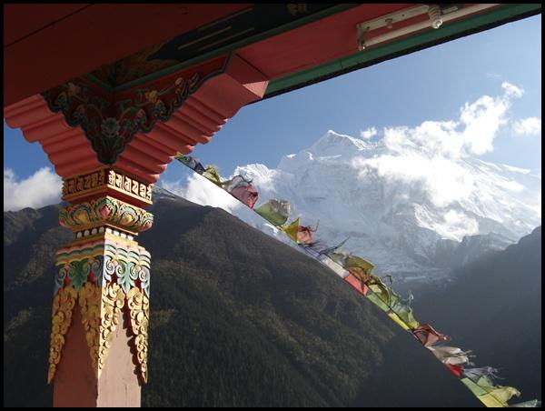 Kloster in Upper Pisang mit Annapurna Gipfel