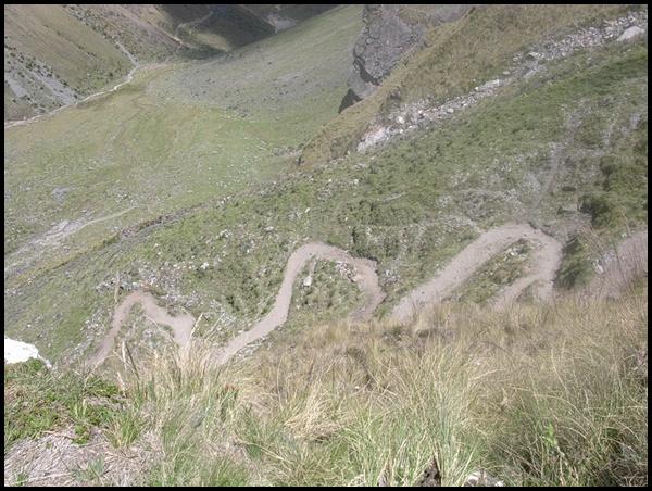 Serpentinen Salkantay Wanderung Peru
