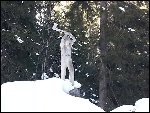 Winter-Kurztrip Interlaken: Wanderung auf dem Schnitzlerweg an der Axalp