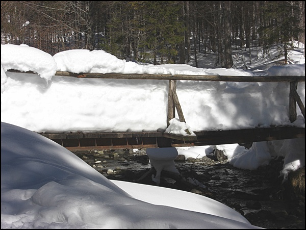 Brücke in Bayern im Schnee