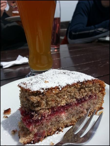 Kuchen und Gipfelbier