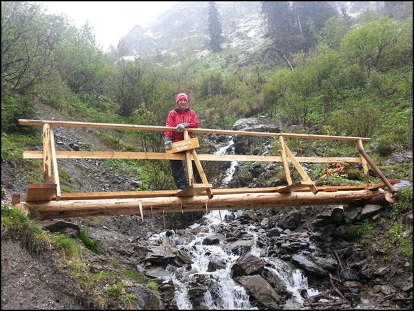 Gipfelglück auf der neuen Brücke