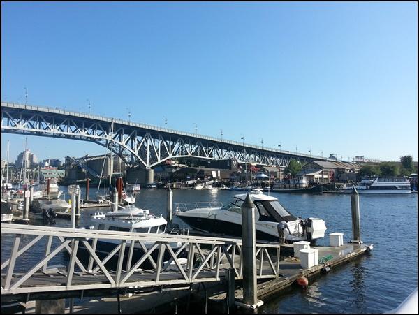 Granville St. Bridge und Granville Island