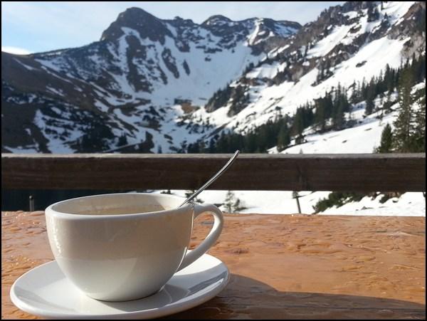 ...aber den Kaffee am Taubensteinhaus in der Sonne
