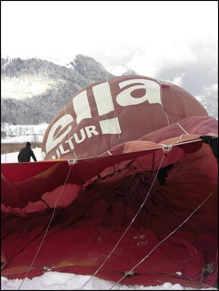 Vorbereitung zur Ballonfahrt in Tirol