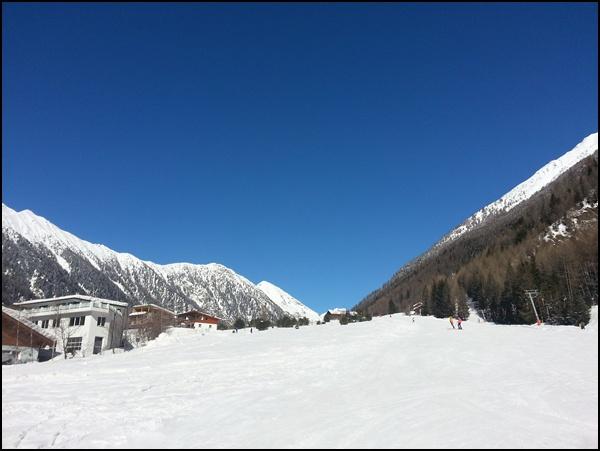leere breite Pisten zum Skifahren lernen