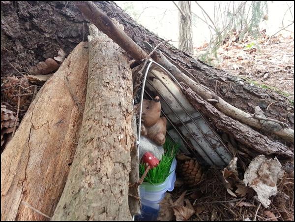 Waldbewohner-Geocache: der Igel im Versteck