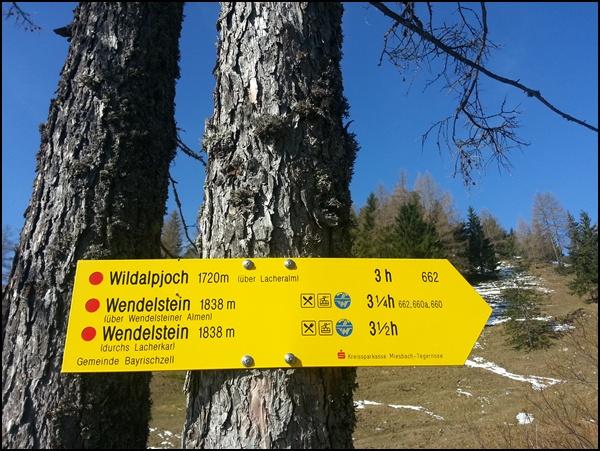 Wegweiser zum Münchner Hausberg Wildalpjoch