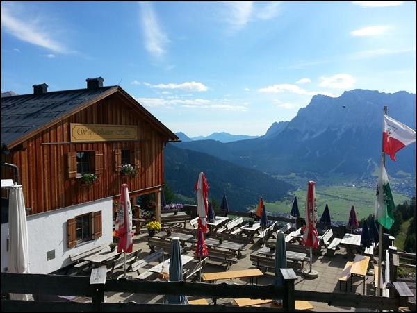 Terrasse der Wolfratshauser Hütte