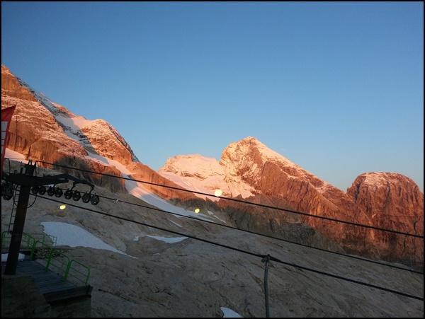 Morgensonne in den Dolomiten