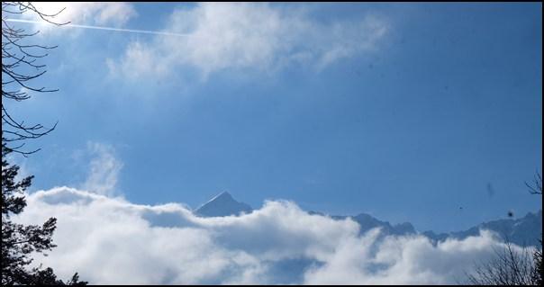Wenn man eine Weile sitzt, kommt auch die Alpspitze hinter den Wolken hervor.