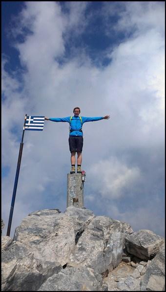 Mit griechischer Flagge: der Myticas Gipfel im Olymp
