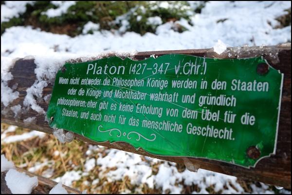Platon-Zitat am Philosophenweg im Werdenfelser Land