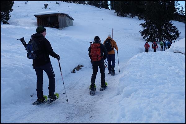 Start der Schneeschuhwanderung...