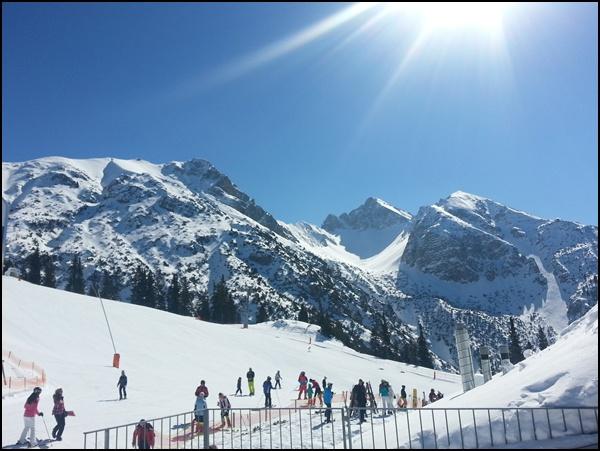 Skifahren lernen mit Blick auf Reither Spitze und Härmelekopf