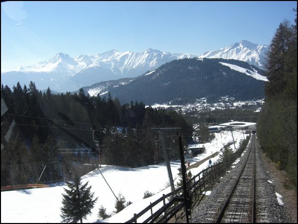 Blick auf Seefeld in Tirol aus der Standseilbahn zur Rosshütte