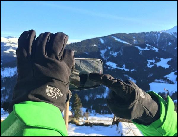 Handy und Handschuh