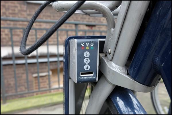 Hier Code aus 1en, 2en und 3en eintippen und Fahrrad in London ausleihen.