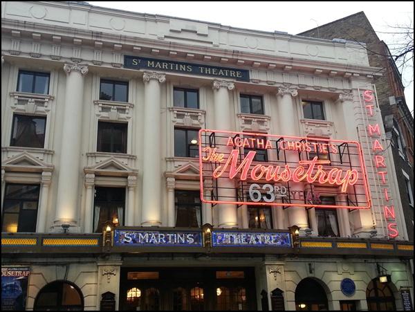 London West End: das am längsten ununterbrochen aufgeführte Theaterstück der Welt. Von Agatha Christie, und die Besucher werden gebeten, das Ende niemandem zu verraten...