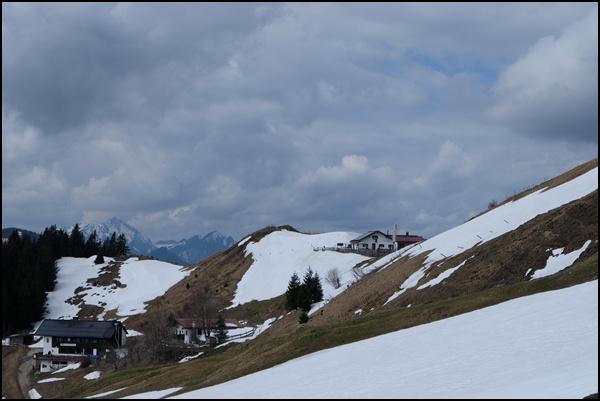 Schneelage rund um das Spitzsteinhaus und die Altkaseralm