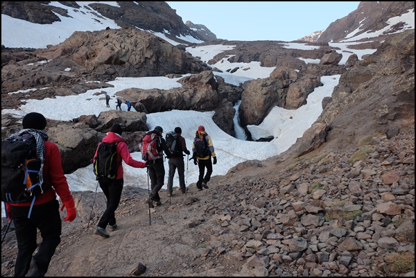 Bergsteiger auf dem Weg zum Toubkal
