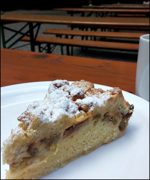 Geht auch: Kuchen essen im Biergarten