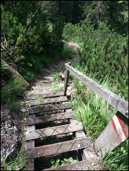 Treppe vom Trainsjoch hinab