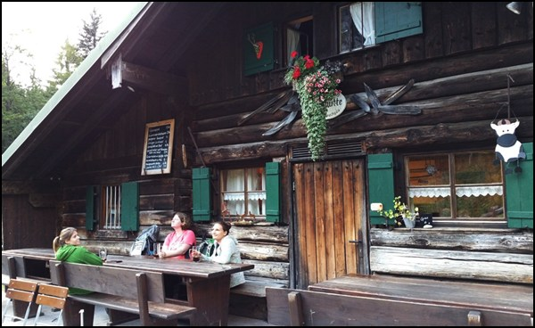 Feierabend-Bier vor der Kenzenhütte