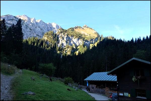 Kenzenhütte im Morgenlicht