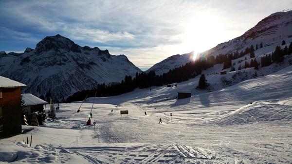 Skifahren im Dezember in Lech