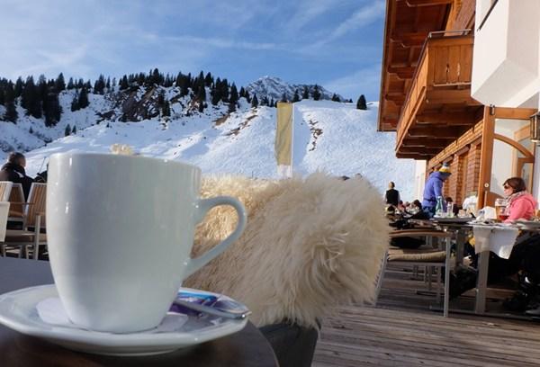 Nachmittagskaffee im Hotel Mohnenfluh