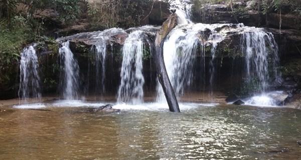 Rastplatz am Wasserfall im Mae Wang Nationalpark