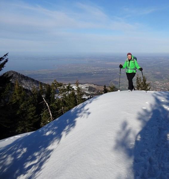 Kurz vor dem Gipfel der Chiemgauer Hochplatte, über dem Chiemsee