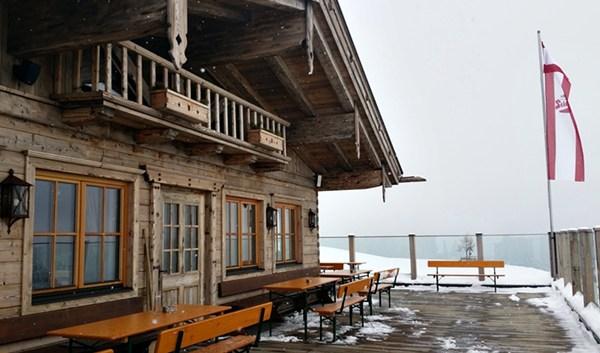 Die Terrasse der Kechtalm...für sonnigere Tage merken