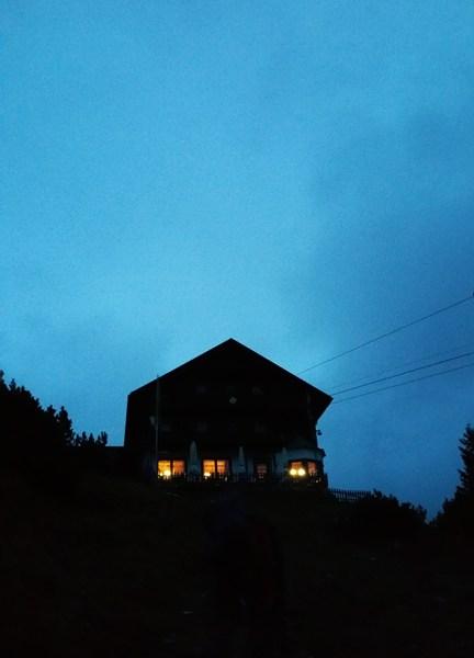 Solsteinhaus am Abend