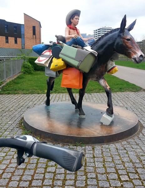 Der Reiter im Petuelpark.