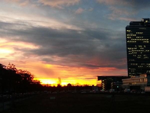 Sonnenaufgang über Schwabing. Im Januar.
