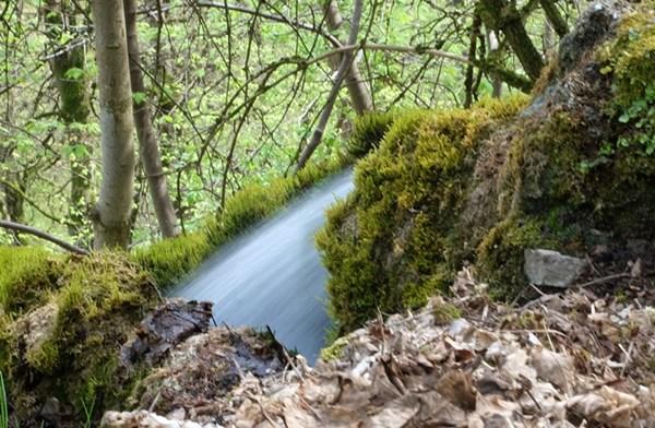 Wer viel Zeit hat, kann auch mal kreative Fotos am Wasserfall machen