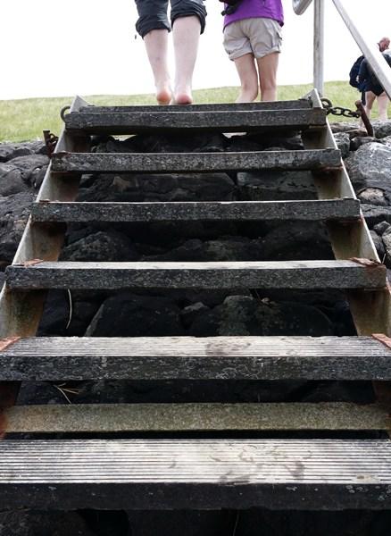Und die Treppe bringt uns vom Watt auf den Deich