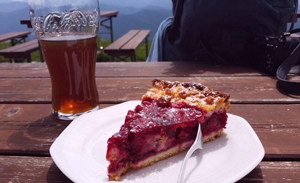 Kuchen und Spezi am Brauneckhaus