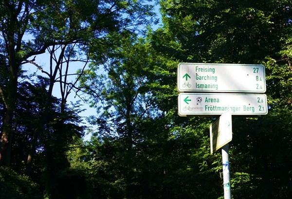 Fahrrad Wegweiser zum Fröttmaninger Berg