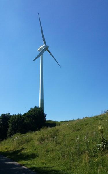 Ziel fast erreicht: die letzten Meter zum Windrad am Fröttmaninger Berg