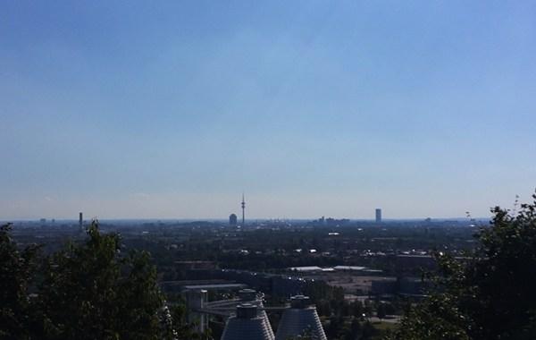 Blick vom Fröttmaninger Berg auf München