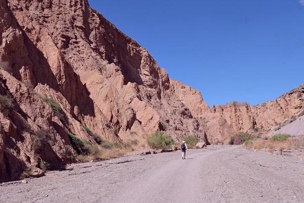 Einsame Wanderin in der Sierra Nevada