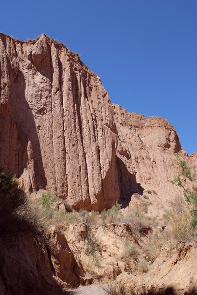 Steile bröckelige Wände