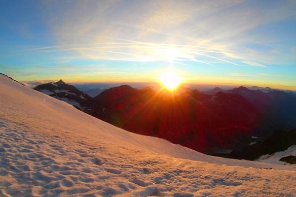 Wenn über dem Wiesbachhorn so die Sonne aufgeht, hat sich die Tour schon gelohnt!