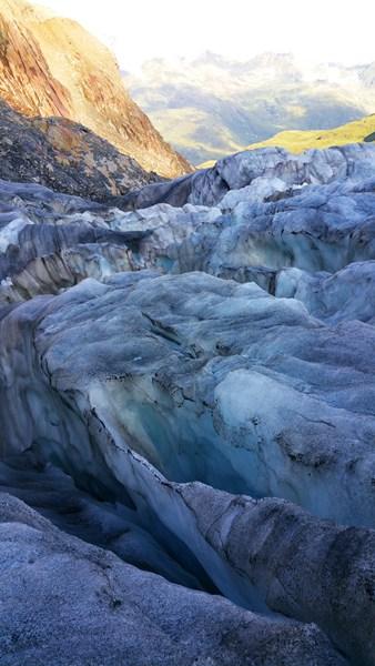 Kunstvolle Eisformungen auf dem Gepatschferner